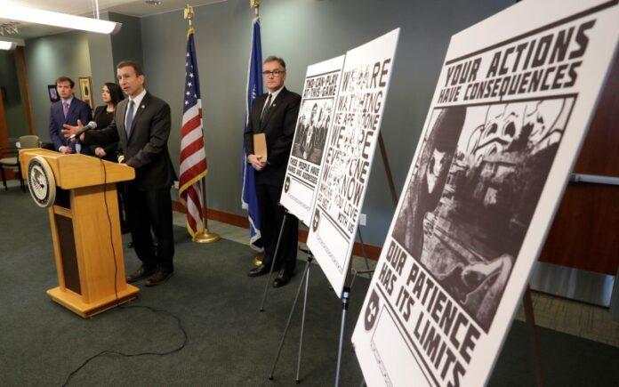 Neonazi de EE.UU. Se declara culpable de amenazar a activistas y periodistas judíos