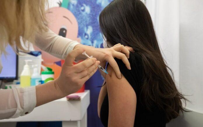 Netanyahu: Israel se prepara para una nueva campaña de vacunación en 6 meses, incluidos los niños