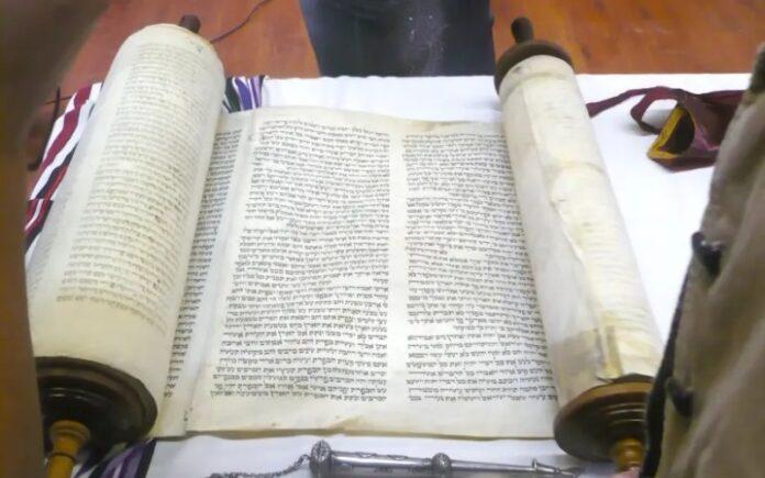 El rollo de la Torá regalado por Jared Kushner llega a la comunidad judía de Baréin