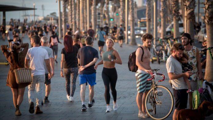 Israel está poniendo fin a sus restricciones de COVID y está comenzando a permitir que los turistas regresen