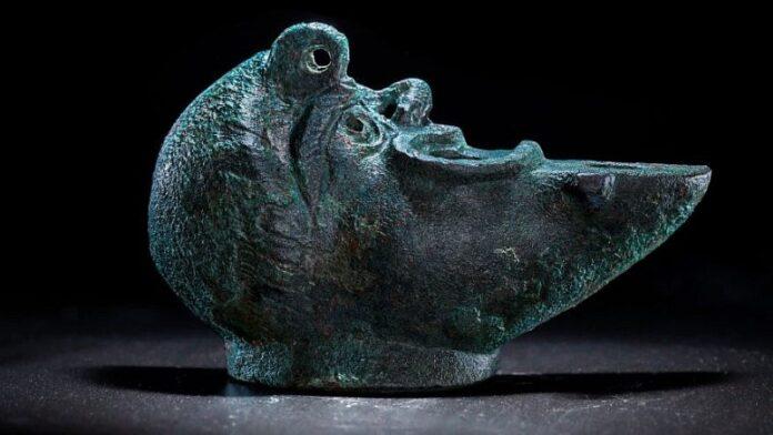 Lámpara de aceite de bronce de la era romana 'Lucky' descubierta en Jerusalén