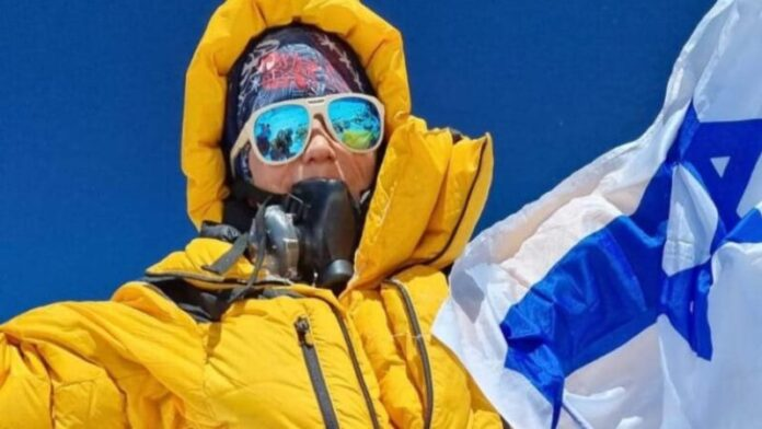 Una mujer israelí hace historia al llegar a la cima del Monte Everest