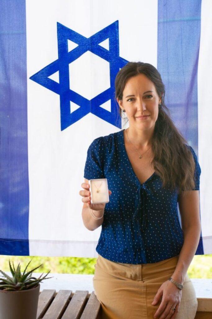 Cómo las oraciones de una esposa por su esposo en la guerra en Gaza se convirtieron en arte israelí