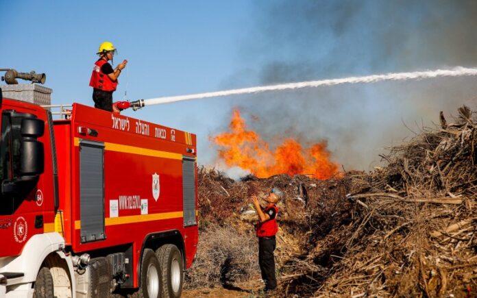 Globos incendiarios de Gaza provocan incendios en el sur de Israel por segundo día consecutivo