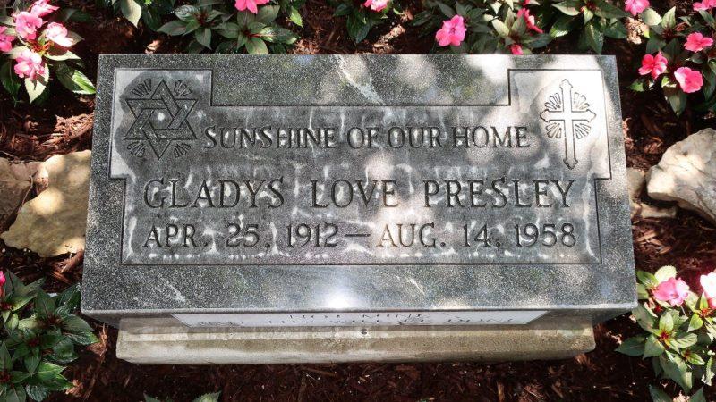 ¿Elvis Presley era judío? Una lápida encerrada durante 4 décadas lo confirma