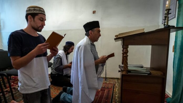 Ucrania honra a 2 pequeñas sectas con raíces judías como 'pueblos indígenas' y Putin está furioso