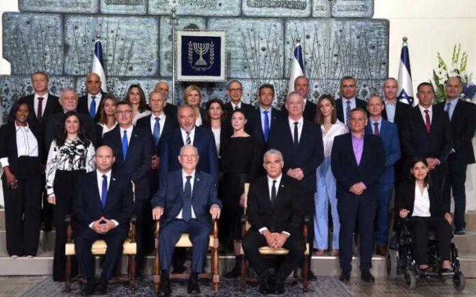 Una foto para el registro: El 36 ° gobierno de Israel liderado por Naftali Bennett