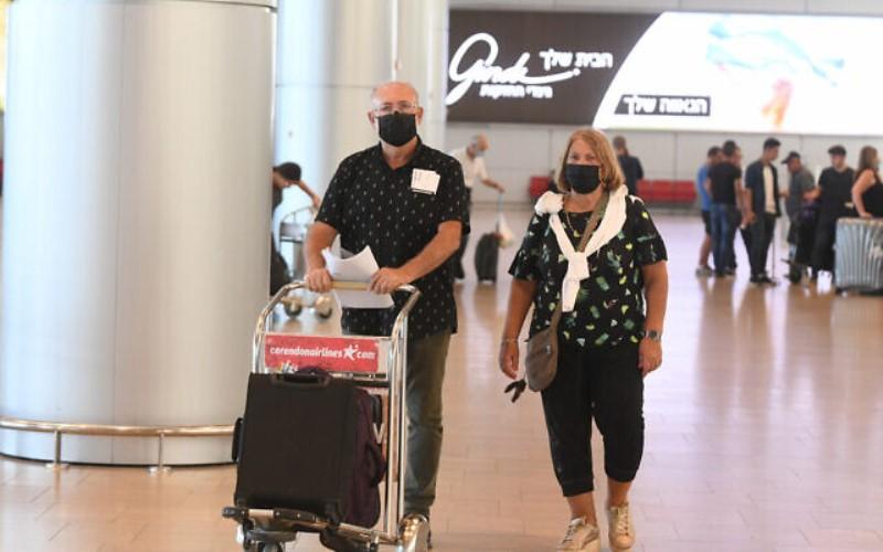 Bennett insta a los israelíes a no viajar al extranjero en medio del aumento de las infecciones por COVID