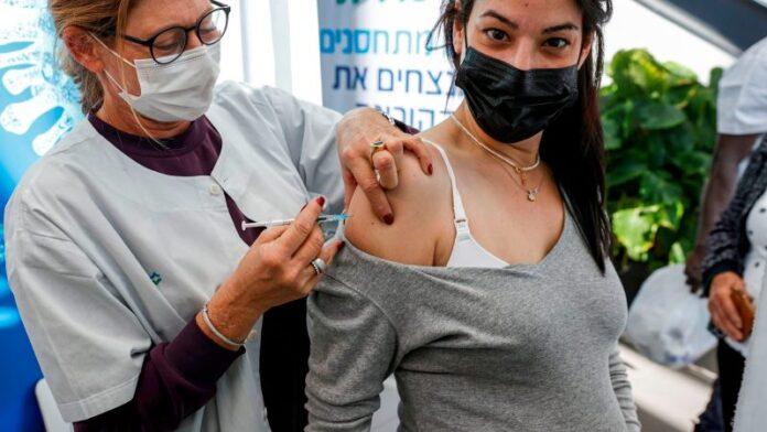 Israel se convierte en el primer país en ofrecer una tercera dosis de vacuna COVID