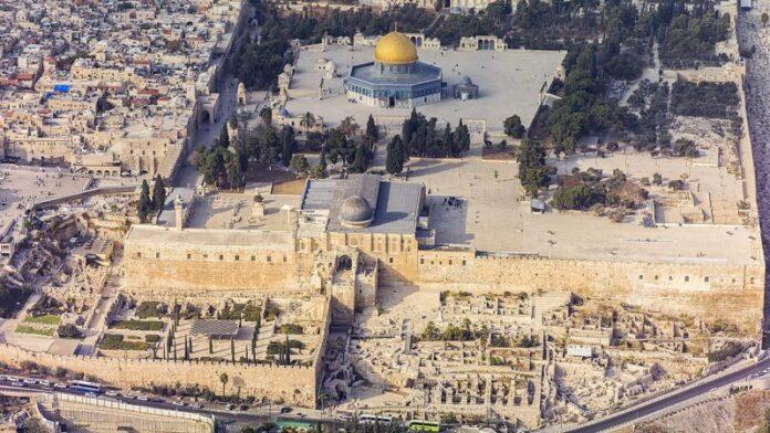 Naftali Bennett insinúa un cambio en la política de oración del Monte del Templo