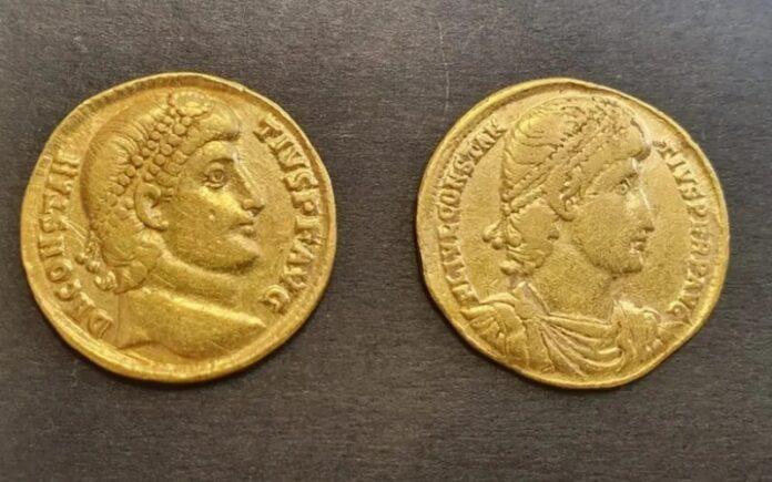 Antiguas monedas de oro saqueadas de sitios arqueológicos encontradas en la casa de Bnei Brak