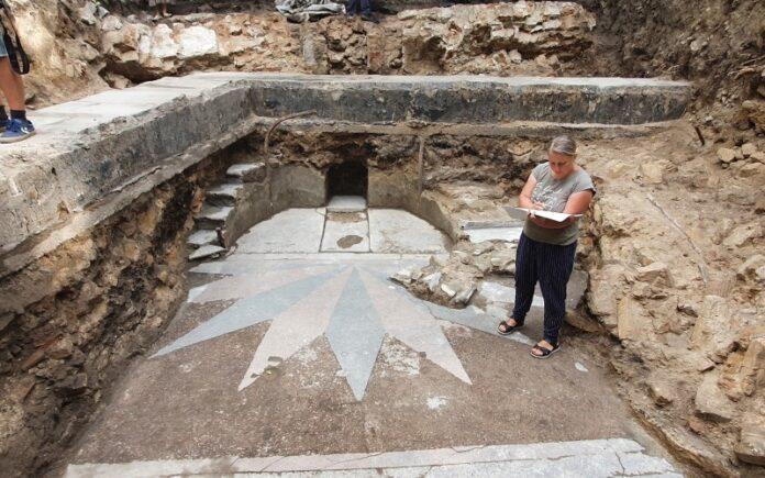 Arqueólogos exponen el arca de la Torá de la sinagoga de Vilna destruida por los nazis y los soviéticos