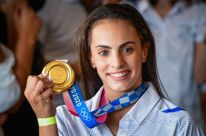 La campeona olímpica Linoy Ashram es recibida como héroe de vuelta en Israel