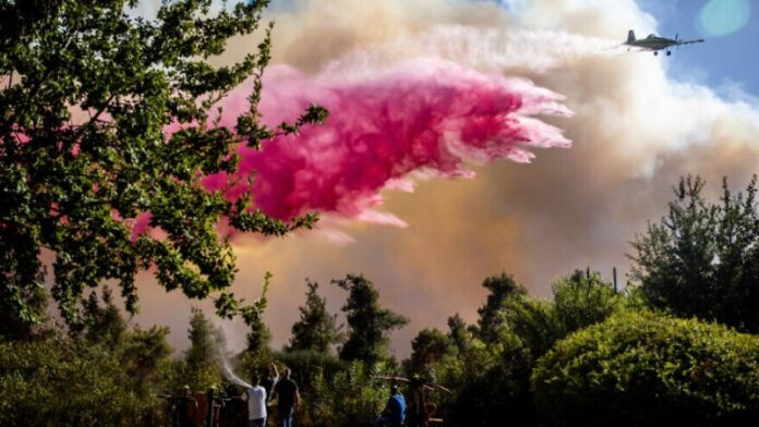 Los incendios forestales en las colinas de Jerusalén en su mayoría están bajo control, pero continúan los esfuerzos de extinción de incendios