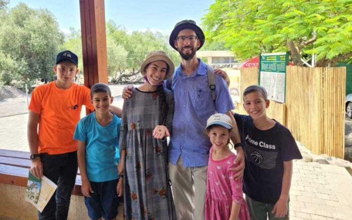 Niña encuentra una moneda de 1.500 años en una aldea judía de la era del Talmud en el norte de Israel