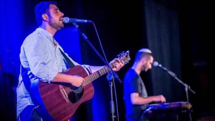 Otro cantante israelí clama a Dios y se vuelve viral