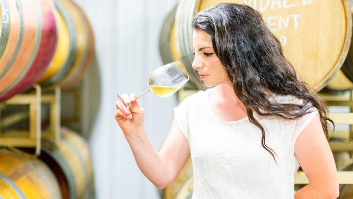 Esta familia judía ha estado elaborando vino de miel durante 150 años