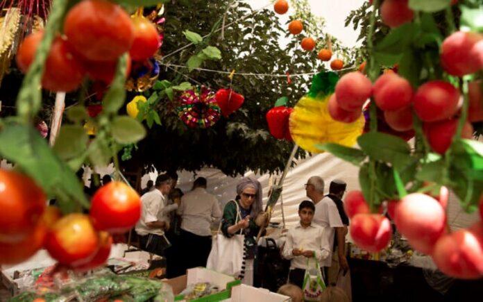 Los israelíes celebran la fiesta de Sucot, este año con menos restricciones pandémicas