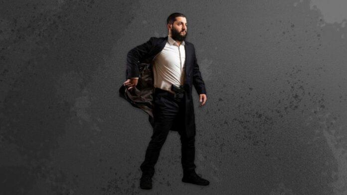 Un rabino jasídico creó una chaqueta de Shabat para llevar armas en las sinagogas