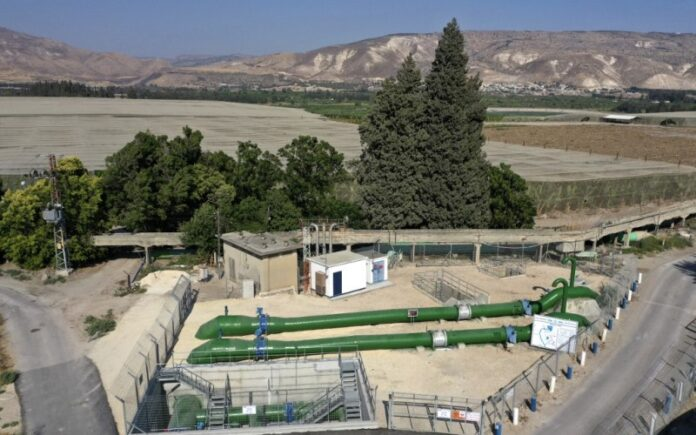 Israel firma un acuerdo para duplicar el suministro de agua a la seca Jordania