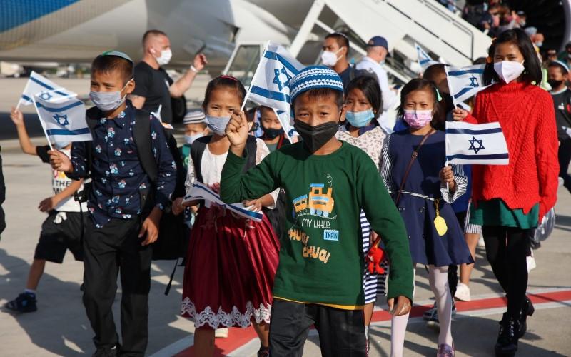 El grupo Bnei Menashe de 235 de la India aterriza en Ben-Gurion en Yom HaAliyah