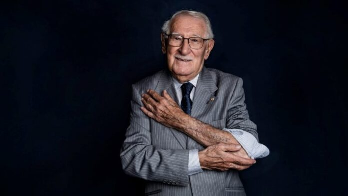 Sobreviviente del Holocausto que se hacía llamar 'el hombre más feliz de la Tierra' muere a los 101 años